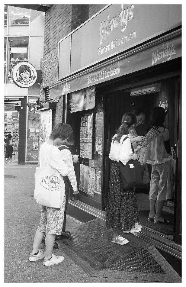 Acros_tokyo queuing at Wendys